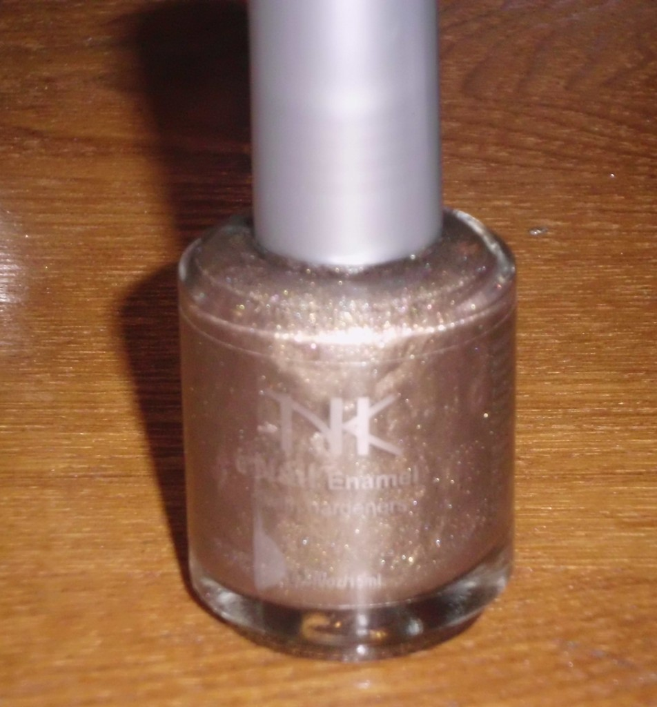 Grey Nail Polish Created with Broken Eyeshadow