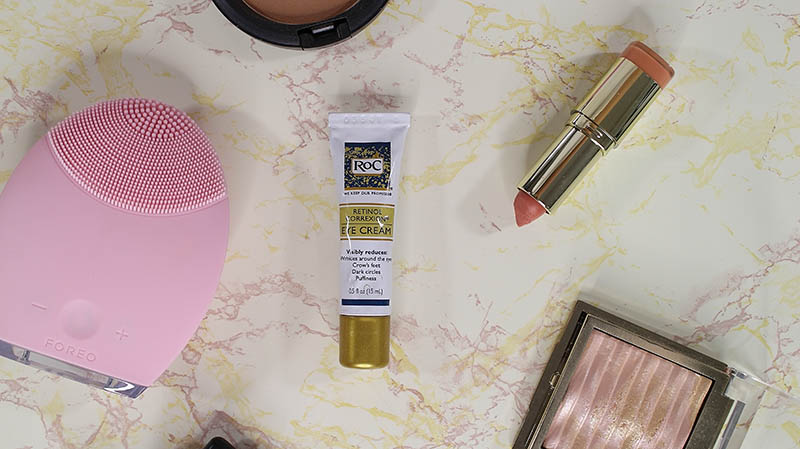 A review of the Roc Retinol Correction Eye Cream. Along with a look at the #RoCWrinkleRanking charts. See where your state is ranked. www.growitgirl.com