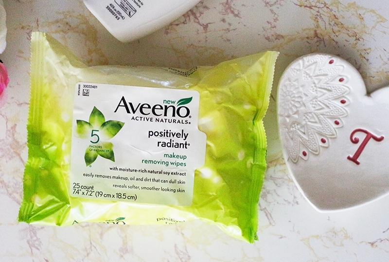 A review of the Aveeno Positively Radiant Makeup Removing Wipes on dry sensitive skin. www.growitgirl.com
