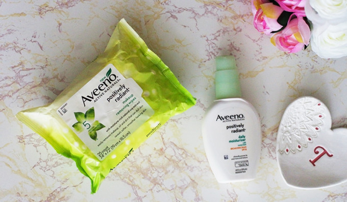 Improving skin tone and texture with Aveeno POSITIVELY RADIANT Moisturizer and Makeup Removing Wipes. A review of the moisturizer and wipes on dry sensitive skin. www.growitgirl.com