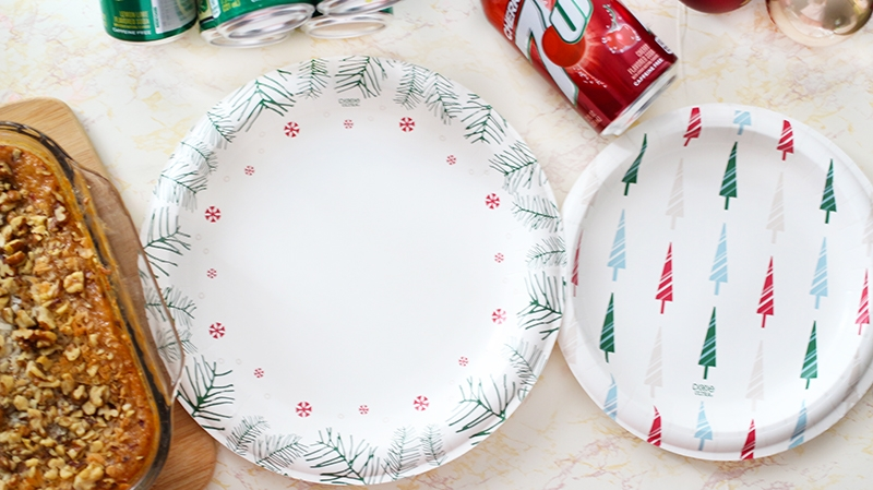 dixie-holiday-plate-collection-trees-and-snowflakes